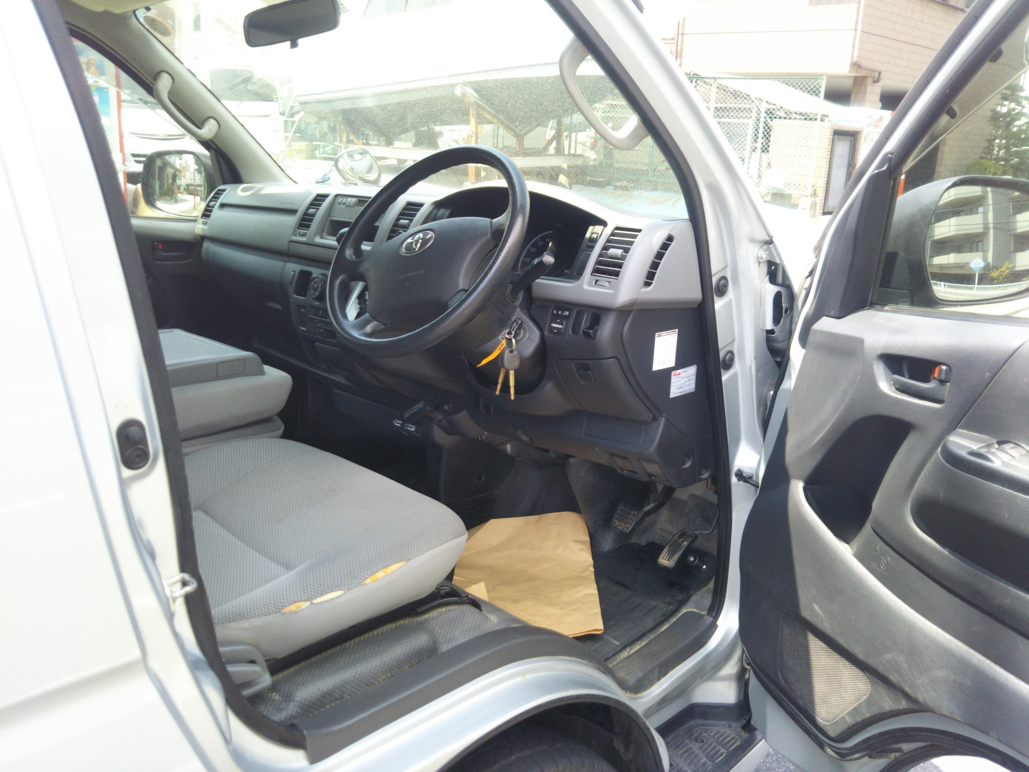トヨタハイエースバン 5ドアロングGLパッケージの車両写真 その9