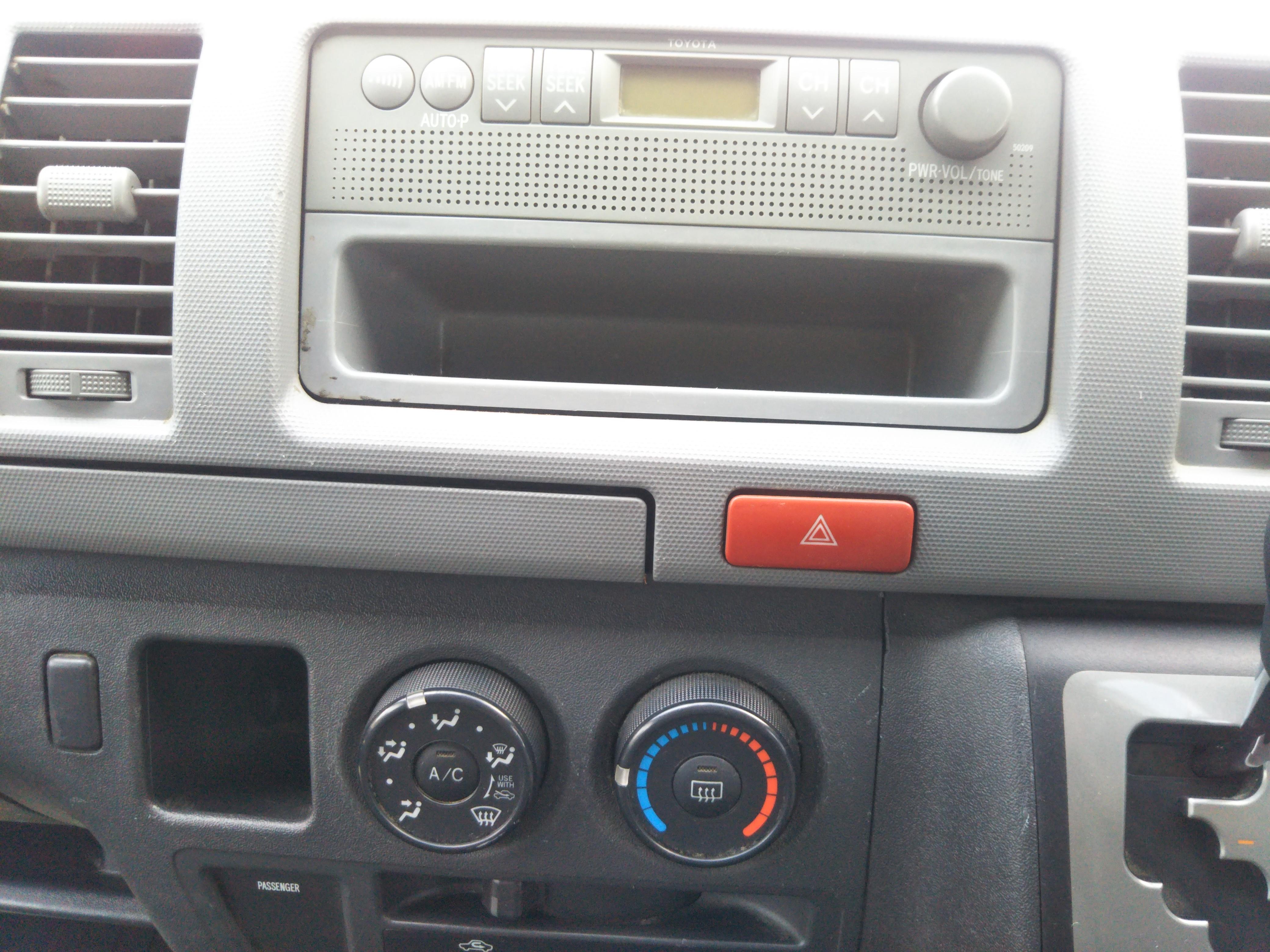 トヨタハイエースバン 5ドアロングGLパッケージの車両写真 その6