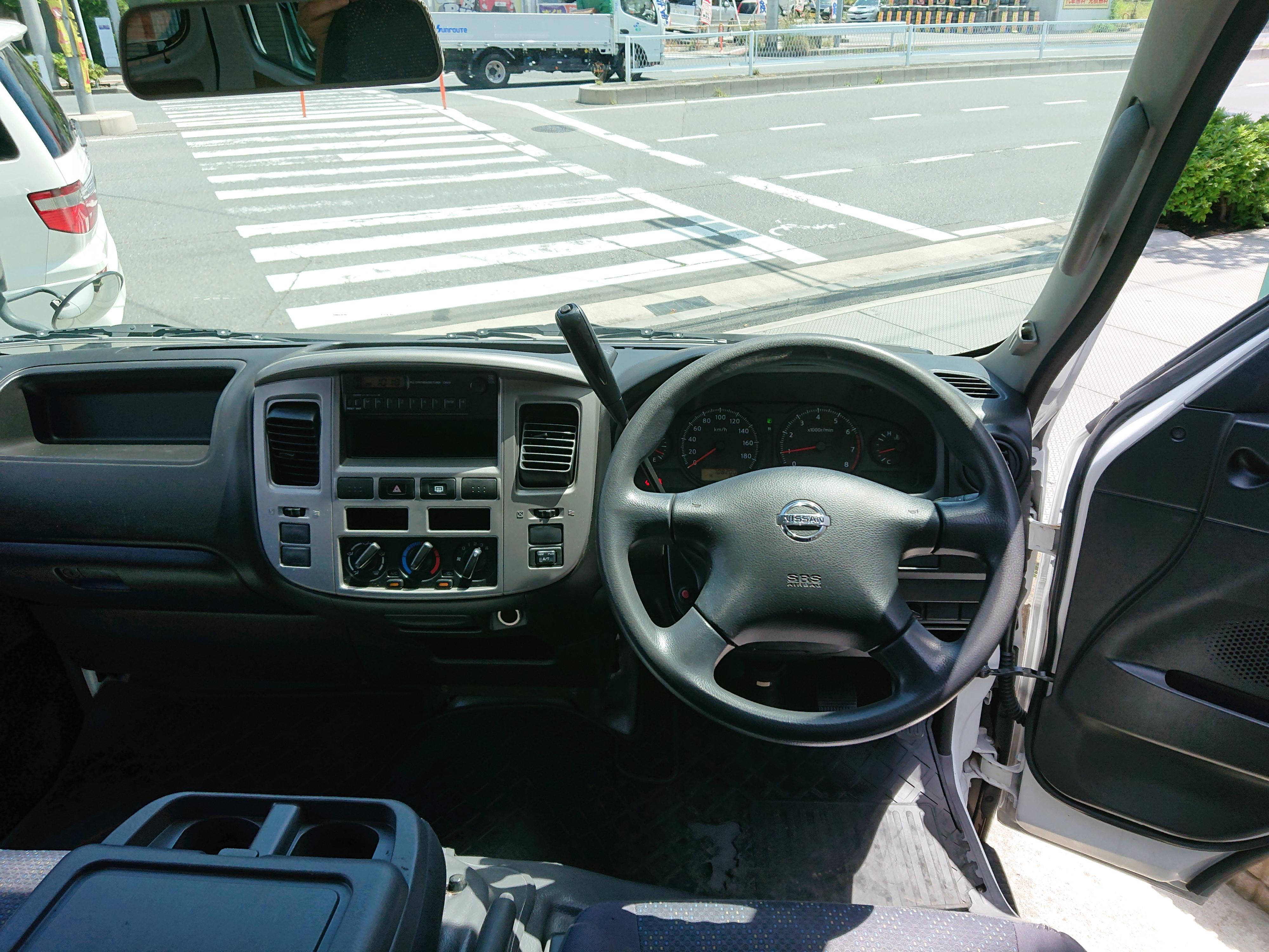 日産キャラバン 5ドアロング平床DXの車両写真 その9