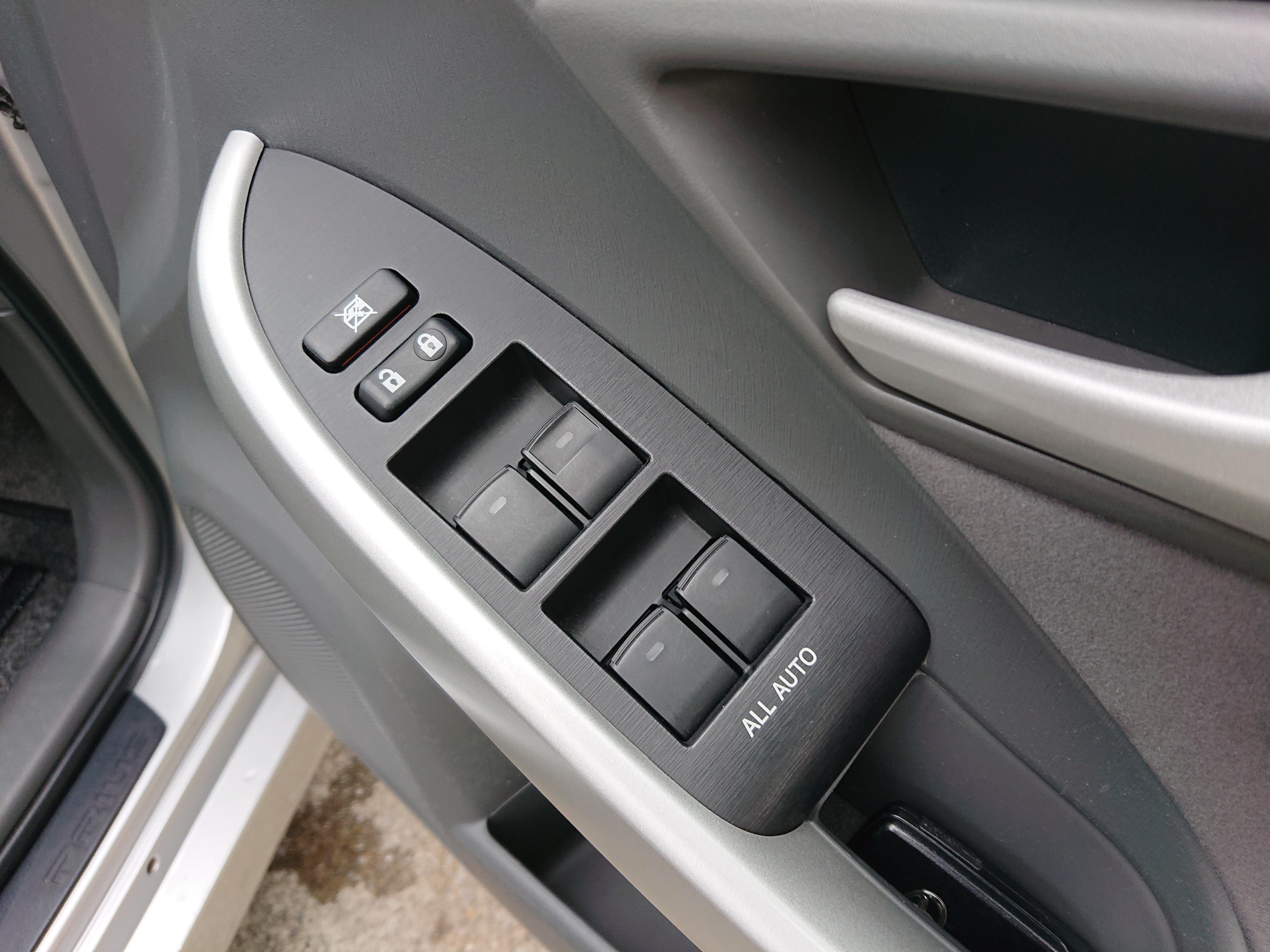 トヨタプリウス 5ドアSの車両写真 その11