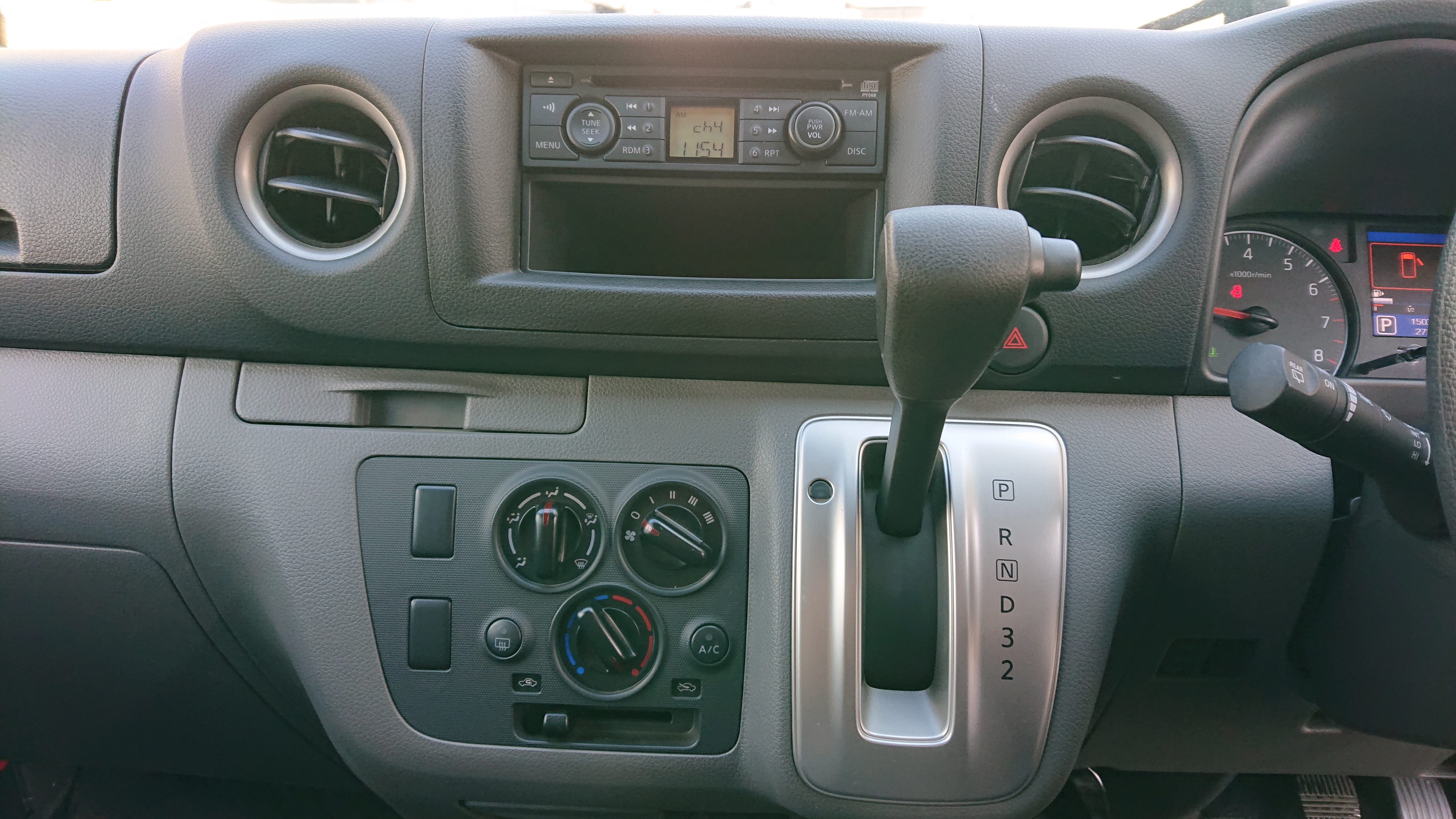 日産NV350 5ドアロングDXの車両写真 その5